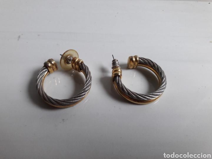 Joyeria: Pareja de pendientes de aro años 70 en metal dorado y plateado. - Foto 2 - 139428120