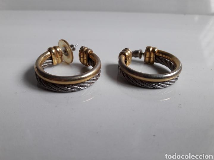 Joyeria: Pareja de pendientes de aro años 70 en metal dorado y plateado. - Foto 4 - 139428120
