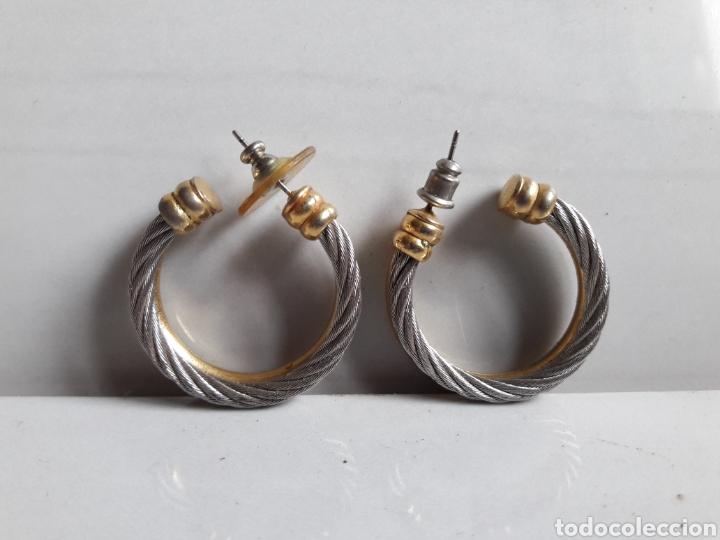 Joyeria: Pareja de pendientes de aro años 70 en metal dorado y plateado. - Foto 5 - 139428120