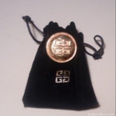 Joyeria: BROCHE DORADO - PARFUMS GIVENCHY - FRANCE - ORIGINAL SIN USO. Lote 140008302