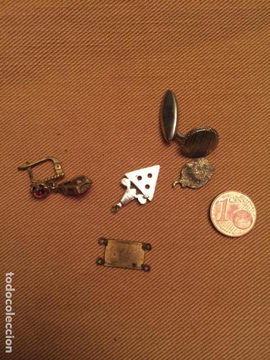 Joyeria: Antiguos restos de joias de bisuteria pendientes, botón de puño, colgante etc años 50-60-70 - Foto 3 - 143064890