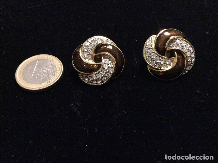 Joyeria: Pendientes de metal dorado esmaltados en marrón y cristales. - Foto 2 - 135734411