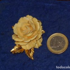 Joyeria: BROCHE ROSA EN RESINA IMITANDO A HUESO.. Lote 277844853