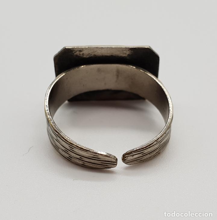 Joyeria: Anillo tipo sello antiguo acabado en plata con letra R en relieve . - Foto 5 - 154715686
