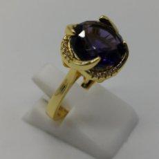 Joyeria - Bella sortija tipo solitario art decó chapado en oro 18k, circonitas y amatista talla diamante . - 158301750