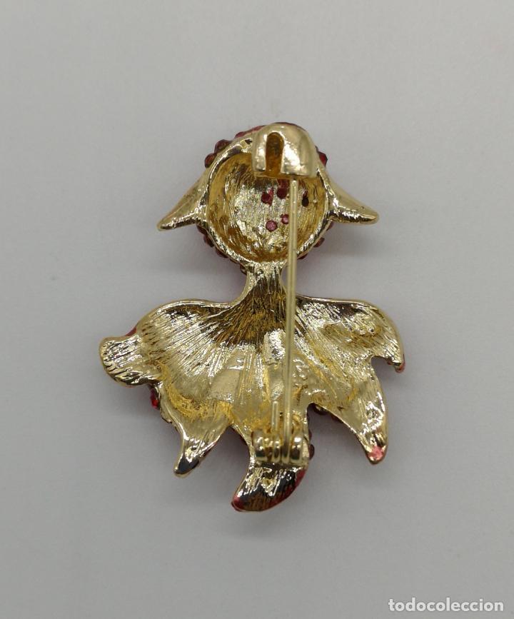 Joyeria: Broche de estilo modernista carpa oriental con acabados en oro, esmaltes y pedrería color rubi . - Foto 5 - 158313134