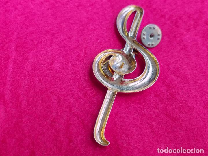 Joyeria: Bonito broche de estilo vintage con forma de nota musical. Dorado. Pin - Foto 2 - 159168374