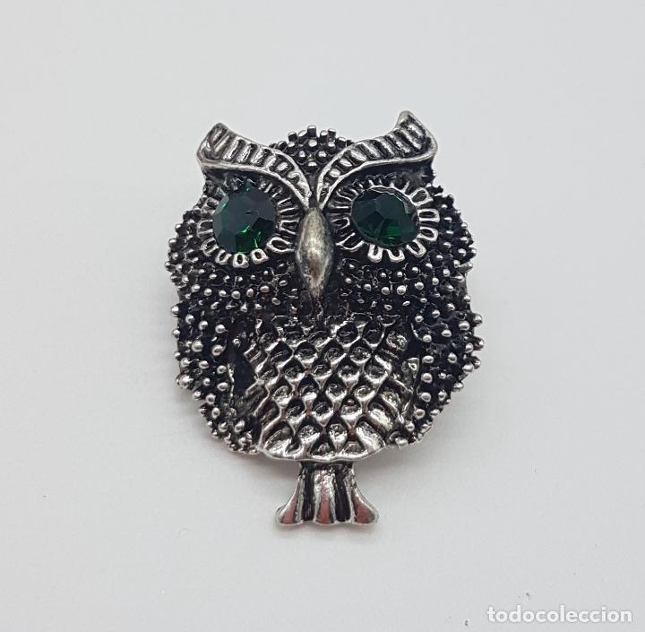 Joyeria: Simpático broche de búho con acabado en plata vieja y ojos en cristal austriaco verde esmeralda . - Foto 3 - 184328976