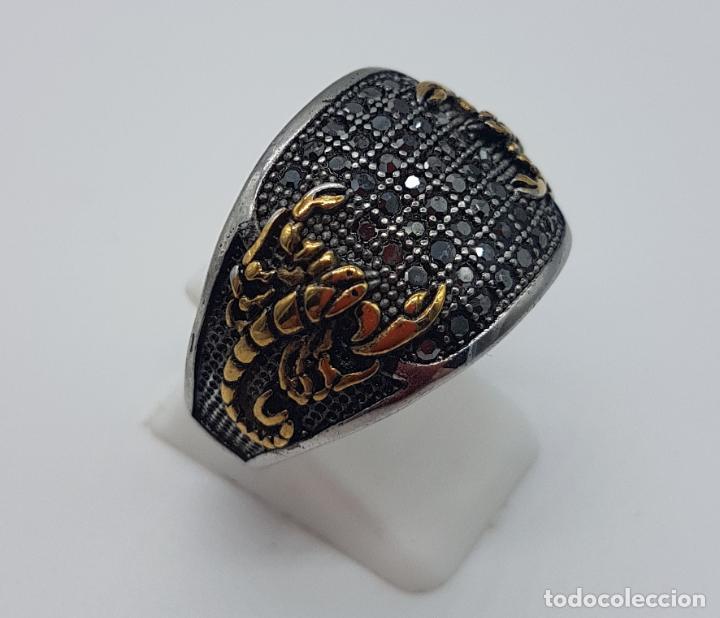 Joyeria: Magnífico anillo de caballero de estilo gotico en acero, oro de 18k y pavé de pedrería incrustada . - Foto 3 - 160187026