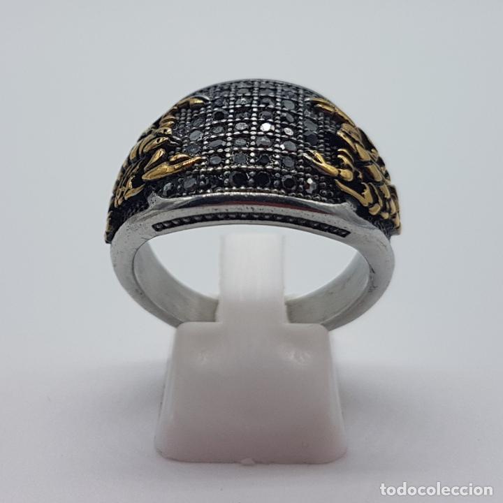 Joyeria: Magnífico anillo de caballero de estilo gotico en acero, oro de 18k y pavé de pedrería incrustada . - Foto 4 - 160187026