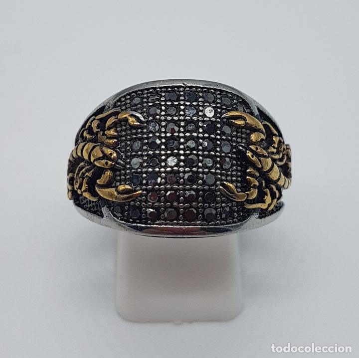 Joyeria: Magnífico anillo de caballero de estilo gotico en acero, oro de 18k y pavé de pedrería incrustada . - Foto 2 - 160187026