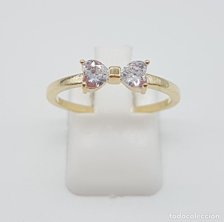 Joyeria: Elegante sortija tipo pedida de mano, con acabado en oro de 14k, y dos circonitas talla corazón . - Foto 2 - 160250898
