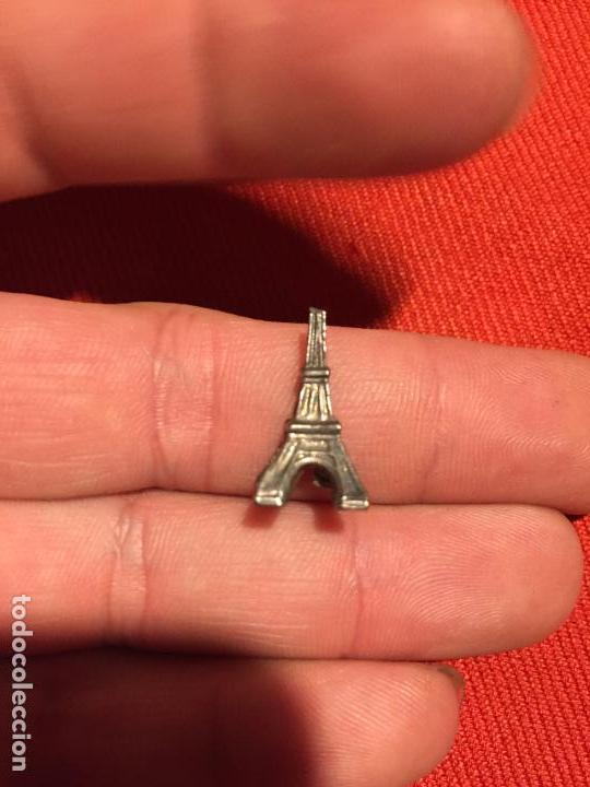 Joyeria: Antiguo colgante de miniatura de la torre Eiffel años 60 - Foto 3 - 161495074