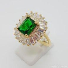 Jewelry - Magnífico anillo de estilo imperial en baño de oro 18k, circonitas talla trapecio y esmeralda creada - 162114430