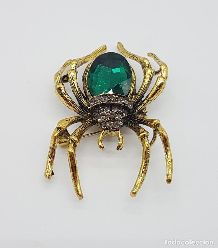 Joyeria: Magnífico broche de araña estilo gotico con acabado en oro viejo, pedrería y cristal austriaco verde - Foto 3 - 162115574