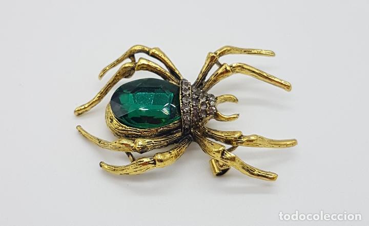 Joyeria: Magnífico broche de araña estilo gotico con acabado en oro viejo, pedrería y cristal austriaco verde - Foto 2 - 162115574