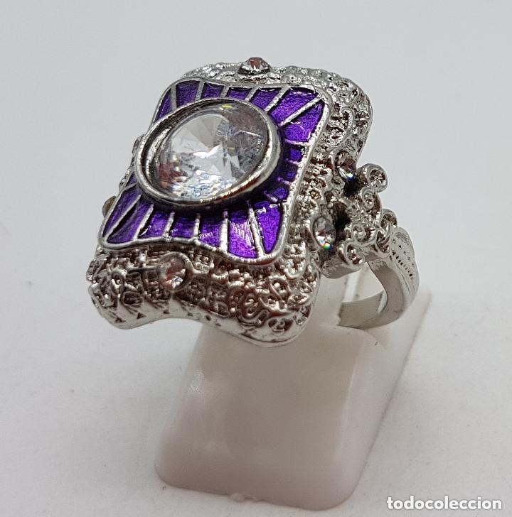 Joyeria: Bella sortija de estilo rococó con acabado en plata de ley, circonita talla diamante y esmaltes . - Foto 3 - 167925276