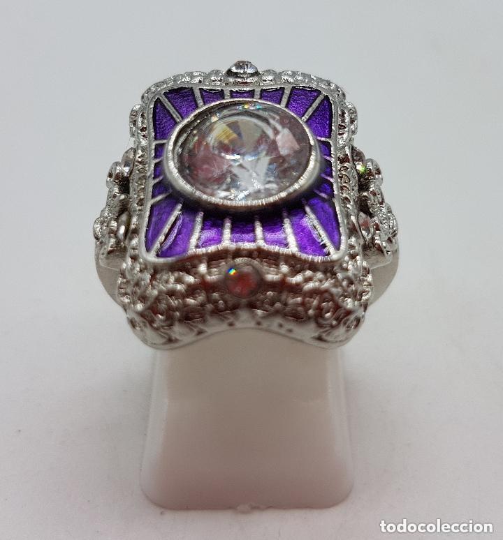 Joyeria: Bella sortija de estilo rococó con acabado en plata de ley, circonita talla diamante y esmaltes . - Foto 4 - 167925276