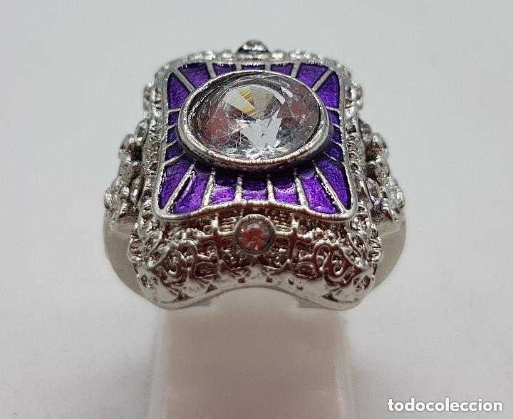 Joyeria: Bella sortija de estilo rococó con acabado en plata de ley, circonita talla diamante y esmaltes . - Foto 5 - 167925276