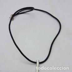 Joyeria: ORIGINAL COLLAR ANTIGUO DE CUERO Y PLATA DE LEY CON FORMA DE COLMILLO.. Lote 168686548