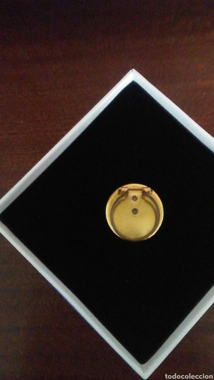 Joyeria: Antiguo broche para pañuelo cuello ,es metalico y con placa de porcelana decorada . - Foto 3 - 168696546
