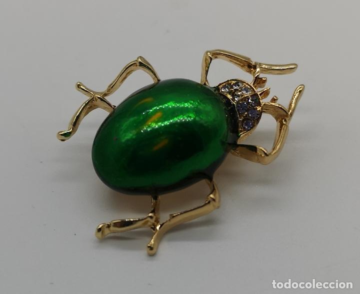 Joyeria: Original broche de estilo art decó con acabado en oro y esmalte, ecarabajo verde metalizado . - Foto 2 - 221100105