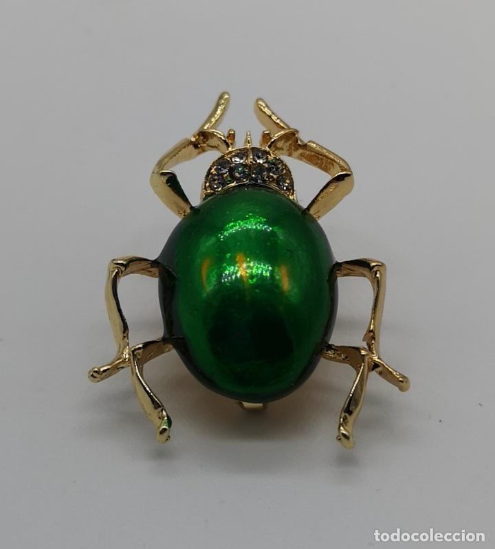 Joyeria: Original broche de estilo art decó con acabado en oro y esmalte, ecarabajo verde metalizado . - Foto 3 - 221100105