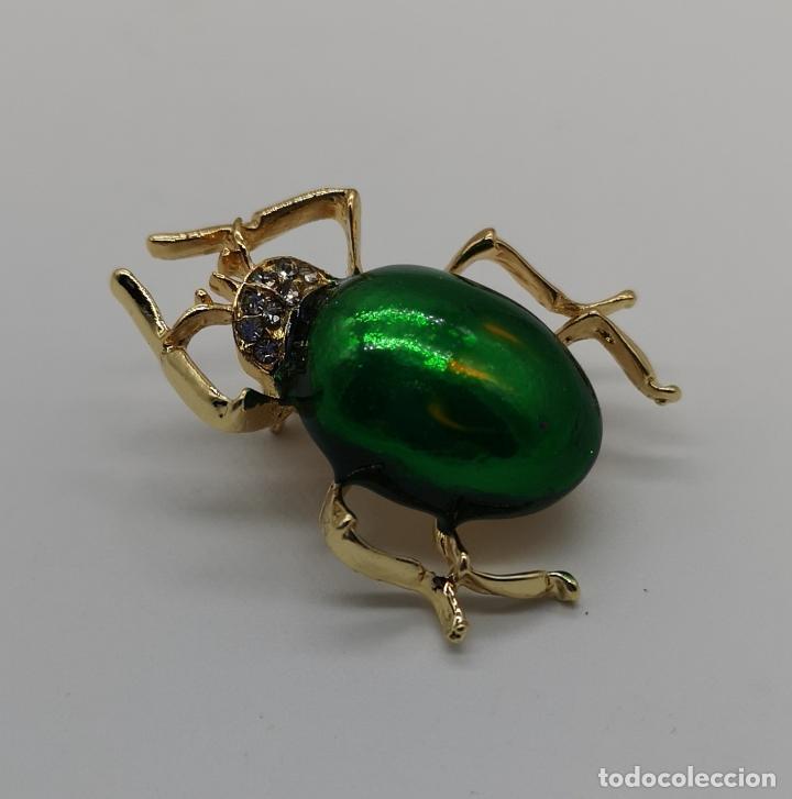 Joyeria: Original broche de estilo art decó con acabado en oro y esmalte, ecarabajo verde metalizado . - Foto 4 - 221100105