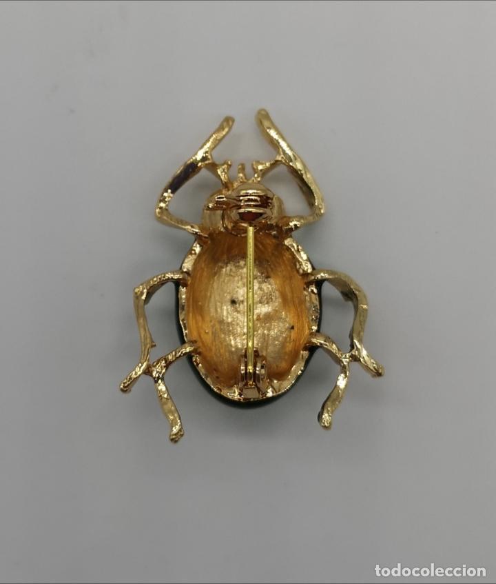 Joyeria: Original broche de estilo art decó con acabado en oro y esmalte, ecarabajo verde metalizado . - Foto 5 - 221100105