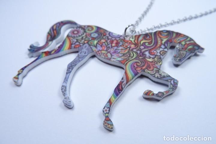 Joyeria: Colgante en forma de caballo de mil colores y cadena de plata - Foto 3 - 171173504
