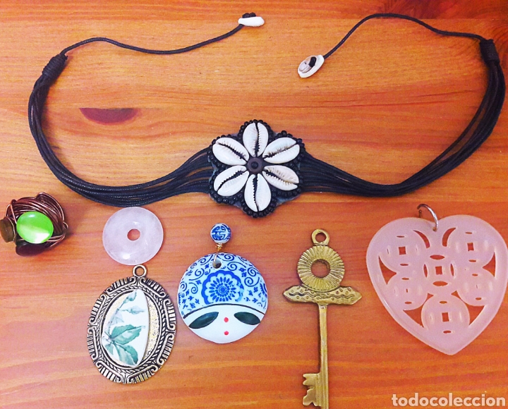29735029af9b Lote de piezas de bisutería vintage étnica. Collar conchas Brasil,  colgantes, anillo...