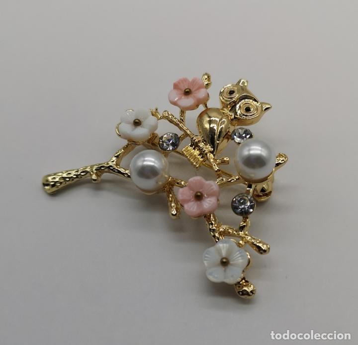 Joyeria: Precioso broche de buho sobre rama con acbado en oro de 18k, circonitas, perlas y flores . - Foto 4 - 171702934