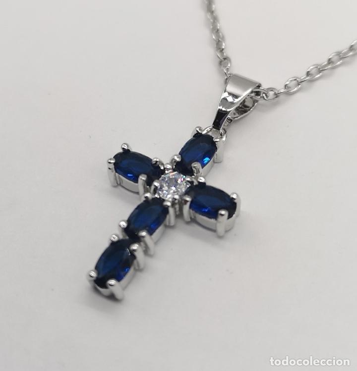 Joyeria: Elegante gargantilla con cruz chapada en plata de ley, circonita talla brillante y zafiros creados . - Foto 2 - 222435372