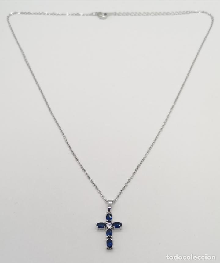 Joyeria: Elegante gargantilla con cruz chapada en plata de ley, circonita talla brillante y zafiros creados . - Foto 5 - 222435372