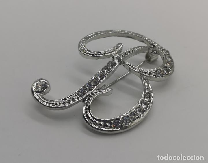 Joyeria: Elegante broche de estilo vintage de la inicial B con baño de plata de ley y circonitas . - Foto 2 - 174270202