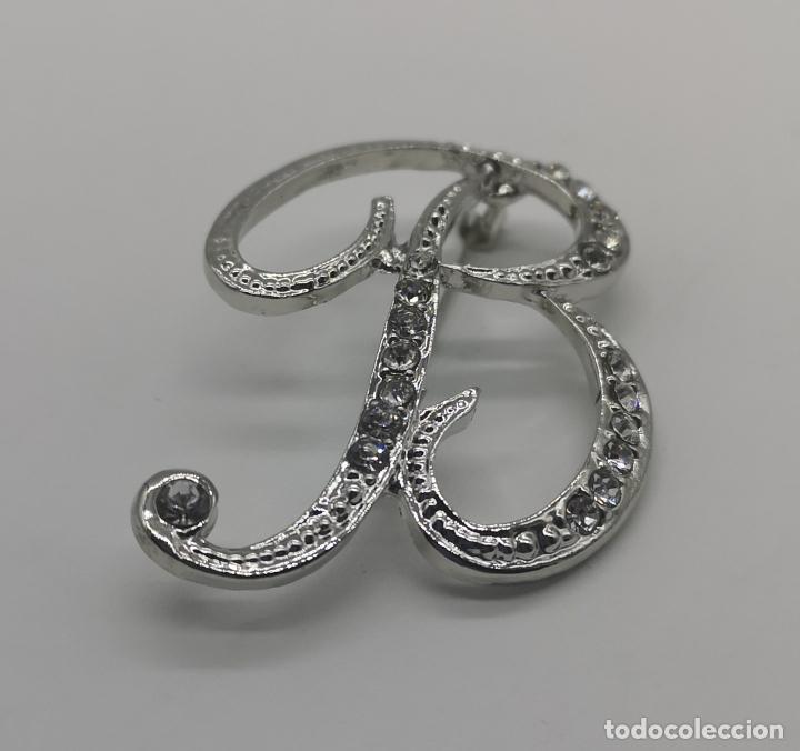 Joyeria: Elegante broche de estilo vintage de la inicial B con baño de plata de ley y circonitas . - Foto 3 - 174270202