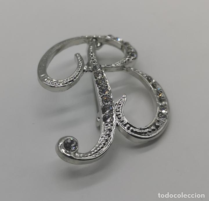 Joyeria: Elegante broche de estilo vintage de la inicial B con baño de plata de ley y circonitas . - Foto 4 - 174270202