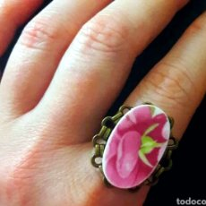 Joyeria: ANILLO CON ROSA DE PORCELANA ANTIGUA Y BASE DE FILIGRANA AJUSTABLE. Lote 176573930