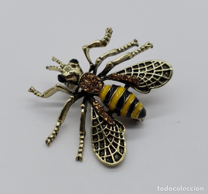 Joyeria: Broche estilo vintage de abeja con acabados en oro viejo, esmaltes y pedrería en tonos ámbar . - Foto 3 - 221100056