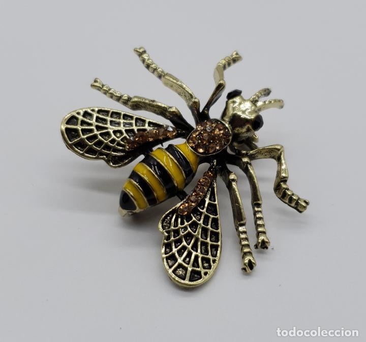 Joyeria: Broche estilo vintage de abeja con acabados en oro viejo, esmaltes y pedrería en tonos ámbar . - Foto 4 - 221100056