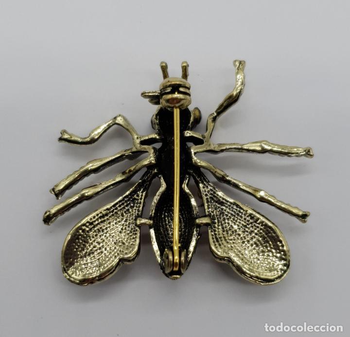 Joyeria: Broche estilo vintage de abeja con acabados en oro viejo, esmaltes y pedrería en tonos ámbar . - Foto 5 - 221100056