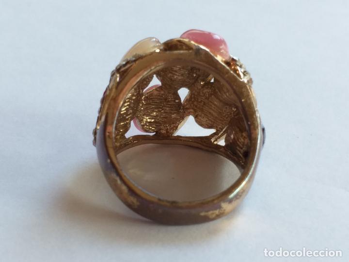 Joyeria: Anillo o sortija. Metal y piedras. Dorado y las piedras de varios colores. . - Foto 2 - 190235603