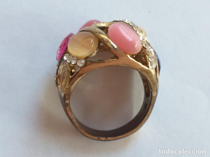 Joyeria: Anillo o sortija. Metal y piedras. Dorado y las piedras de varios colores. . - Foto 3 - 190235603