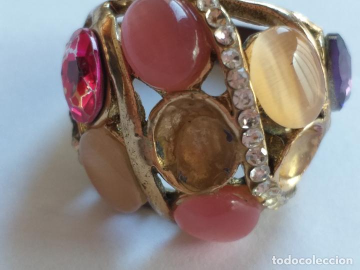 Joyeria: Anillo o sortija. Metal y piedras. Dorado y las piedras de varios colores. . - Foto 5 - 190235603