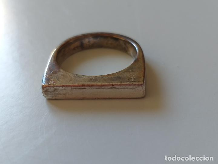 Joyeria: Bonito anillo o sortija. Plateado. Forma rectangular. - Foto 2 - 193724791