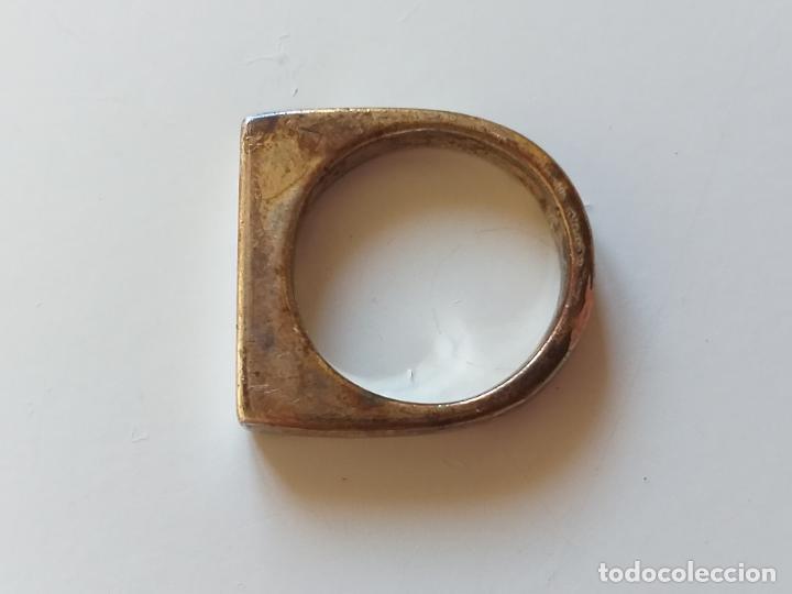 Joyeria: Bonito anillo o sortija. Plateado. Forma rectangular. - Foto 3 - 193724791