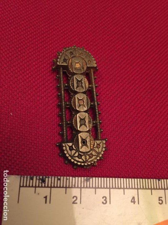 Joyeria: Antiguo broche / aguja de metal dorado de estilo Alfonsino finales de 1800 - Foto 2 - 195237253