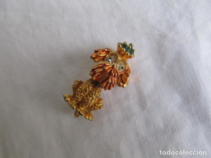 Joyeria: Broche metal dorado y pedrería perro en forma de perro, marca DHG - Foto 2 - 195512240