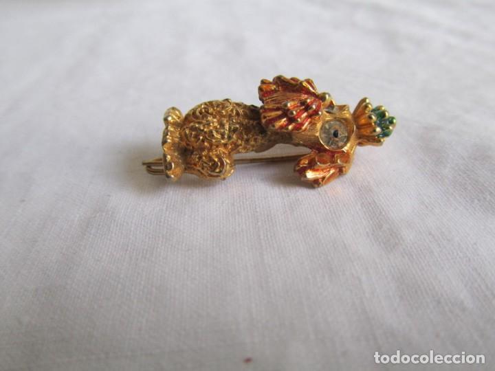 Joyeria: Broche metal dorado y pedrería perro en forma de perro, marca DHG - Foto 3 - 195512240