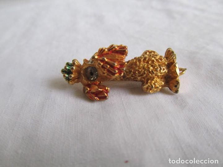 Joyeria: Broche metal dorado y pedrería perro en forma de perro, marca DHG - Foto 4 - 195512240